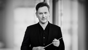 Conductor Jonathan Bloxham to join Groves Artists