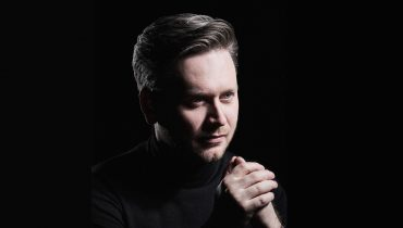 Jonathan Bloxham steps in for four concerts with Deutsche Kammerphilharmonie Bremen including Hamburg Elbephilharmonie
