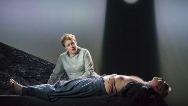 Rachel Nicholls sings stunning Isolde