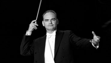 Lothar Koenigs to conduct double Manon Project for WNO