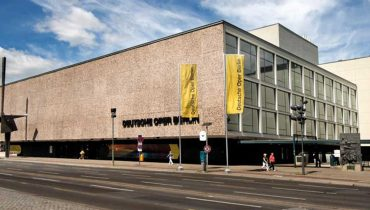 Graham Vick CBE directs new production of 'Death in Venice' at the Deutsche Oper Berlin starring Paul Nilon